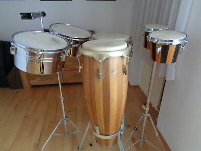 Percussion Set bestehend aus Congas Bongos und Timbales