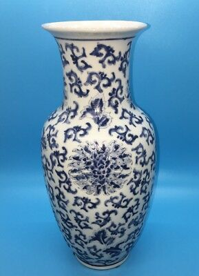 "Chinese Antique Hand-painted blue and white porcelain vase Y T Hong Kong 10"" Tl"