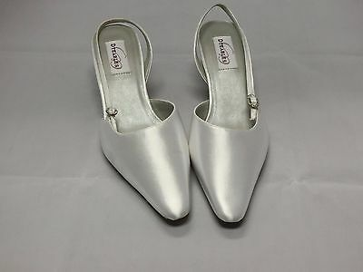 Dyeables Divine White Satin Bridal Shoes Woman Size 9B