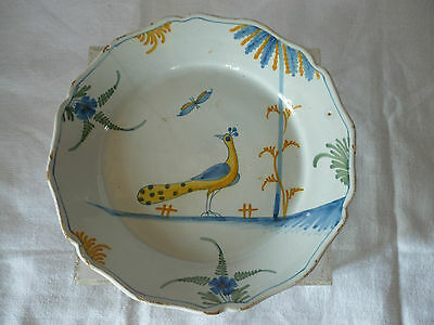 Assiette En Faience De La Rochelle Decor Au Paon  18 Eme Siecle