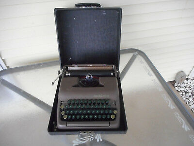 VINTAGE 50's  SMITH CORONA TYPEWRITER-CLIPPER with HARD CASE
