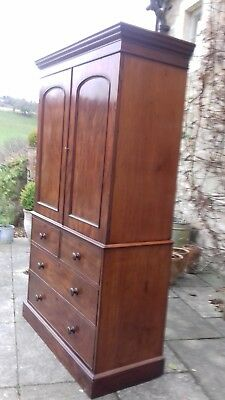 Large Antique Mahogany Linen Press In Excellent Condition