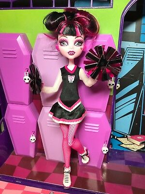 Monster High Doll - Draculaura - Fearleading Squad - Great Condition