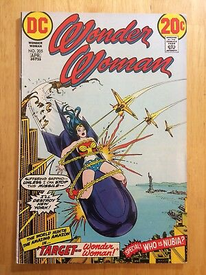 WONDER WOMAN 205 VF+ 8.5 Mark Jewelers Insert Variant Bondage cover 1973 Nubia