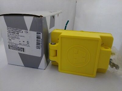 Daniel Woodhead Watertite Flip Lid Turnex Female Receptacle #65W47 15A 125V(NIB)