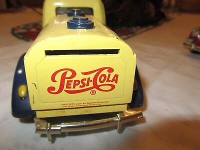 Golden Wheels Die Cast  Pepsi-Cola Trucks 1940 (2) GA-A-12