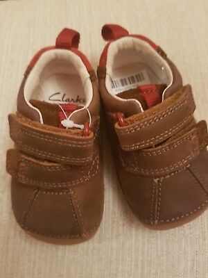 clarks size 2 baby shoes