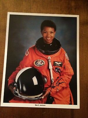 MAE JEMISON HAND SIGNED/ AUTOGRAPHED 8x10 1st African Am. Woman in Space* RARE*!