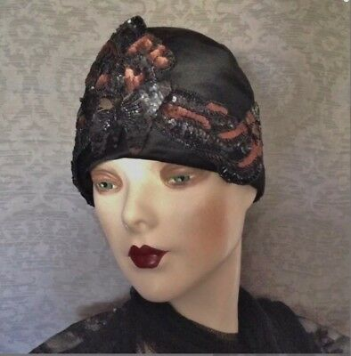 Beautiful 1920s Gatsby Beaded Sequined Black Silk Flapper Cloche Skull Cap