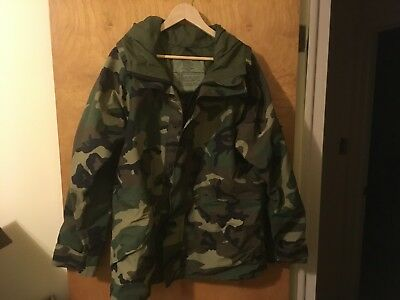 US Military ECWCS Gore-Tex Parka Woodland Camo Reg. / Med. Cold Weather