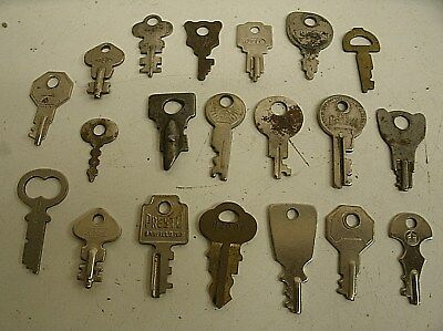 "Vintage Lot of 20 Flat Skeleton assorted Keys steampunk 1.25""-1.75"" (N)"