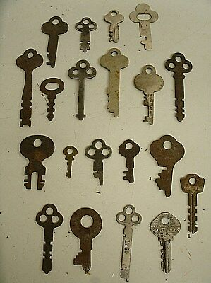 "Vintage Lot of 20 Flat Skeleton assorted Keys steampunk 1""-2.75"" (A)"