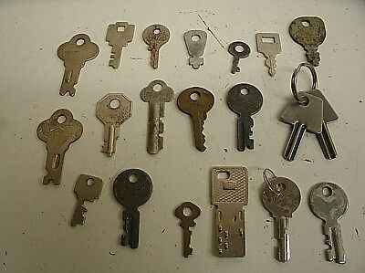 "Vintage Lot of 20 Flat Skeleton assorted Keys steampunk 1""-1.5"" (P)"