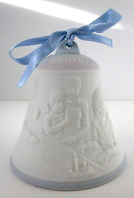 """1998 Lladro Annual Porcelain Christmas Bell #16560 """"Caroling By The Piano"""""""