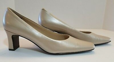 368216f8a73 Nordstrom Women s Pearl Cream Genuine Leather Classic Pumps Size 9 1 2 N NWD