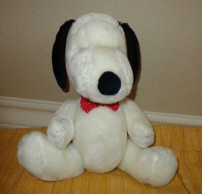 """PEANUTS SNOOPY dog PLUSH DOLL UNITED FEATURE SYNDICATE INC 14"""" TALL"""