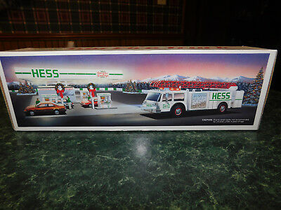 New 1989 Hess Toy Fire Truck Bank In Box w/Dual Sound Siren & Working Lights