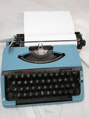 Vintage Brothers Charger 11 Correction Portable Manual Typewriter with Case