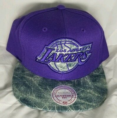 new arrivals fb3be f7a26 Los Angeles LAKERS NBA Mitchell   Ness Snapback Cap Hat