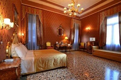 Non-Refundable Venice Hotel Booking, Junior Suite for 4/5 People, 29/3/18-2/4/18