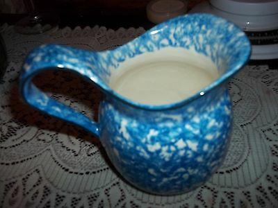vintage blue and white pitcher approx 7 inch high 5 inches w