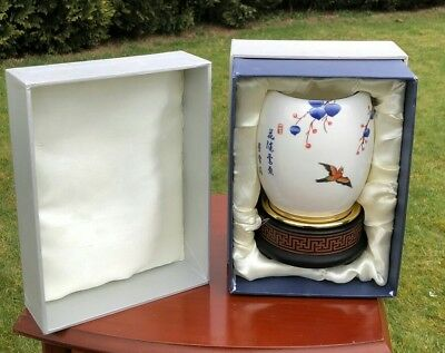 Beautiful Chinese Oriental Japanese Vase in Presentation Box