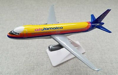 IDT Jets AIR JAMAICA Airbus A320-200 SPIRIT OF THE CARIBBEAN 1:200 SnapFit Model