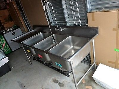 "3 Compartment S/S Sink 18""x24"" with Left Drainboard NSF"