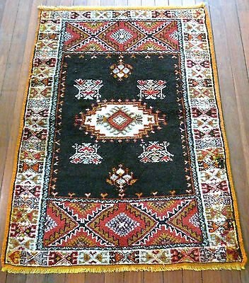 VINTAGE HAND KNOTTED BERBER TRIBAL RUG MIDDLE ATLAS MOUNTAINS MOROCCO 1970s