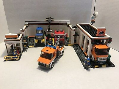 LEGO CITY (7642) Garage and (7638) Tow Truck 100% Complete - $150.00 ...