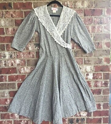 70s/80s Vintage Vicky Vaughn Grey White-Lace Half Sleeve Sinched Dress Sz 7/8