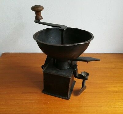 antico macinino tirolese in ferro 1600/ antique moulin en fer / old grinder