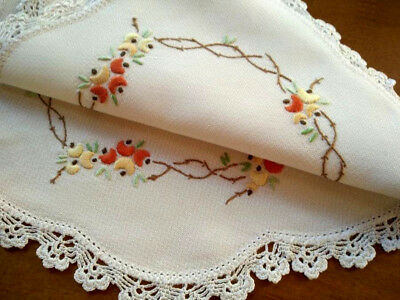 Gorgeous Pea Flowers Garland ~ Vintage Hand embroidered Centrepiece