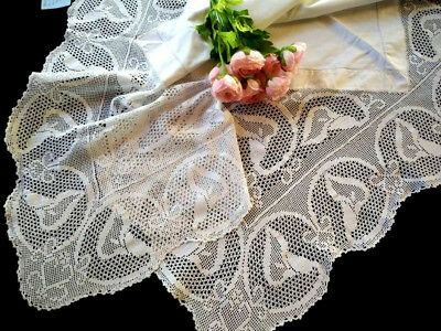 Wonderful Vinage Filet Hand Crochet White Calla Lily Tablecloth - Linen centre
