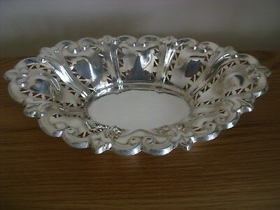 A Good Quality And Attractive Solid Silver Cake Dish Assayed Birmingham 1903