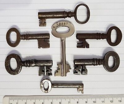 Collection Lot of Nice Ornate Old Antique Vintage Keys Door Rustic Steampunk Box