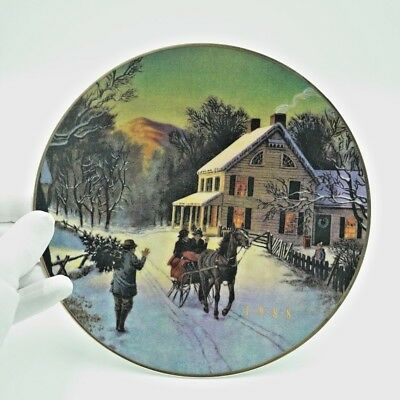 """Avon """"22K Gold"""" trimmed """"Home For the Holidays"""" 1988 Porcelain Christmas Plate"""