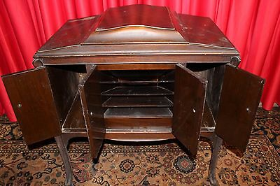 """ Victrola "" Mfg. by Victor Talking Machine Co, Walnut Cabinet 1920's U.S.A."