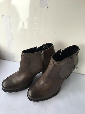 Clarks Macay Halle Grey Size 7.5 E Leather Ankle Ladies Heel Womens Boots Shoes