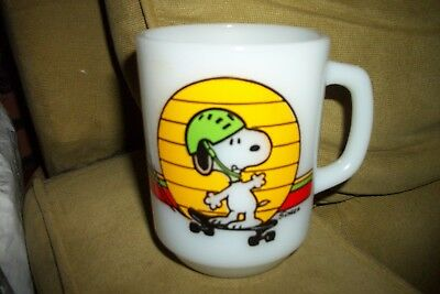 Vtg. Peanuts Expert Snoopy Skateboarding1958 Anchor Hocking Fire King Coffee Mug
