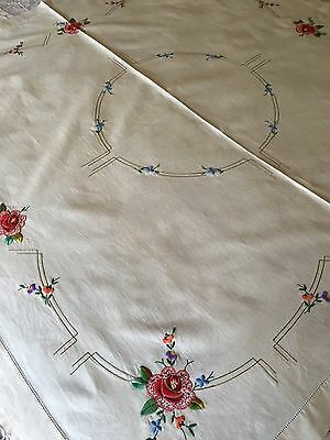VINTAGE 1940s STUNNING LINEN HAND EMBROIDERED ECRU TABLECLOTH 125CM SQUARE