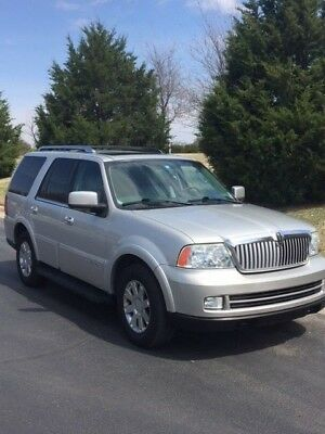 2005 Lincoln Navigator  4WD, DVD, Power 3rd Row & Rear Gate, Extremely Clean & Well Cared For