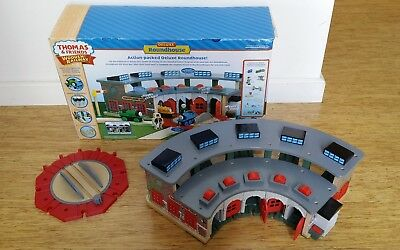 thomas the tank engine roundhouse