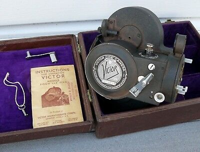 VICTOR CINE CAMERA MODEL 5 16MM VINTAGE MOVIE CAMERA in original case