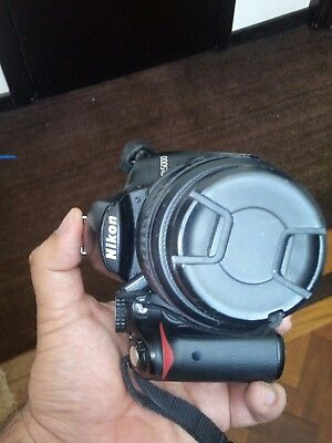 nikon d5000 camera in perfect condition with 18-55mm lens and charger