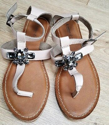 Ladies Nude Leather Toe Post Jewelled Embellished Flat Sandals Size Uk 5/ Eur 38