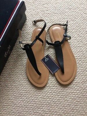 Kangol Leather Thong Sandals Size 4 New