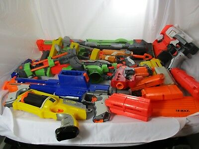 JOBLOT OF x9 GOOD NERF GUNS AND BUNCH OF MAGAZINES + ATTACHMENT - See Photos