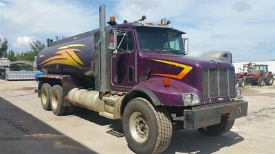 2002 Peterbilt 330 Water Truck w/ 4,200 gal tank CAT motor Only 191k miles