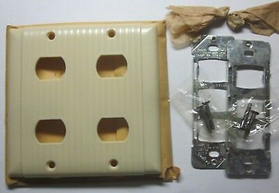 New old Bryant Uniline Ribbed Beige Bakelite Despard 2 Gang 4 Switch Plate Cover